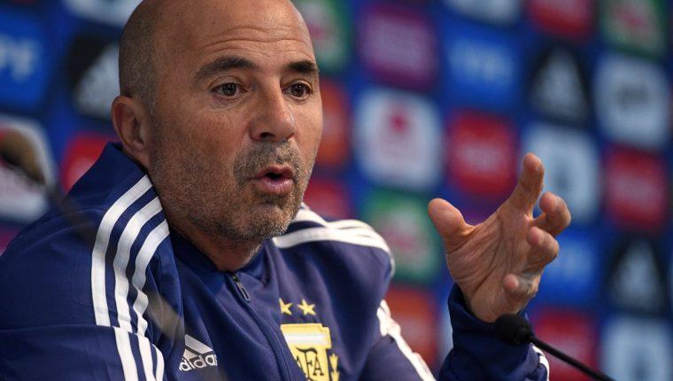 Jorge Sampaoli durante la conferencia de prensa previa al encuentro amistoso entre Argentina e Italia. (Foto Prensa Libre: AFP)