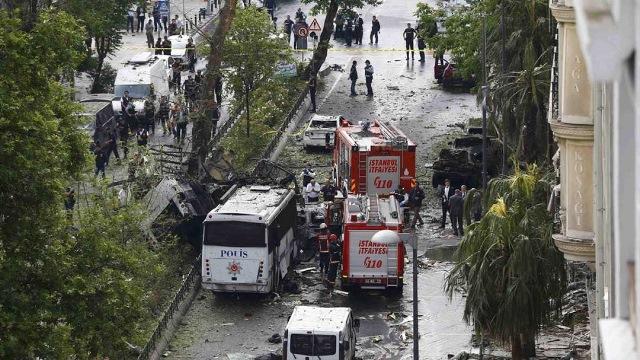 Mueren 11 en atentado con carro bomba en Estambul