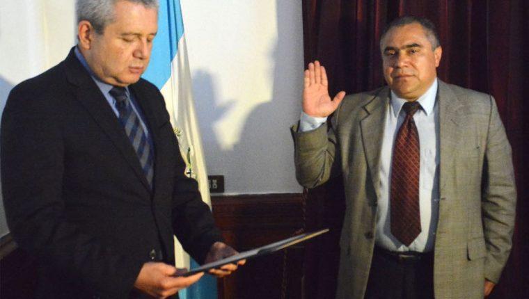 Ennio Horlando Galicia Muñoz es juramentado como ministro de Desarrollo Social. (Foto Prensa Libre: Presidencia)
