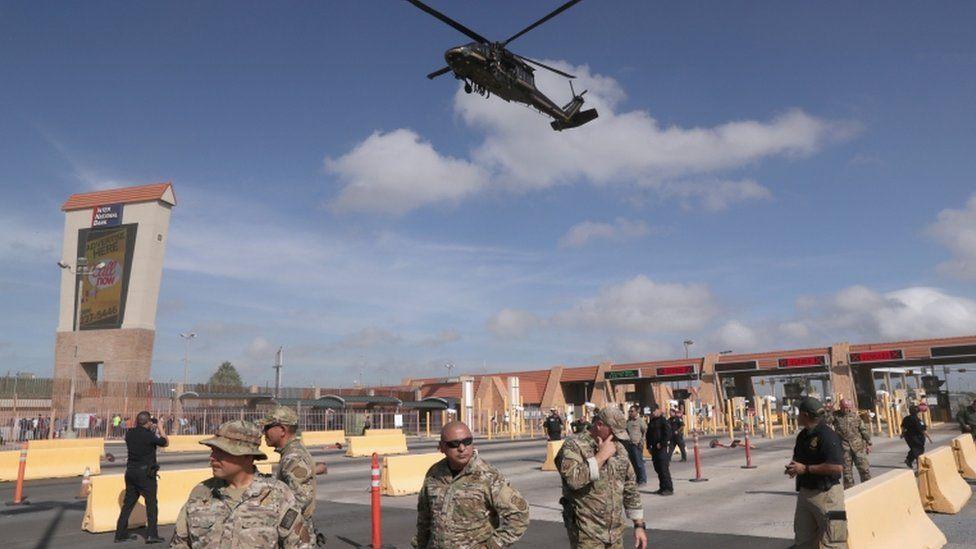 El presidente Trump recibió numerosas críticas por desplegar a los militares en la frontera. GETTY IMAGES