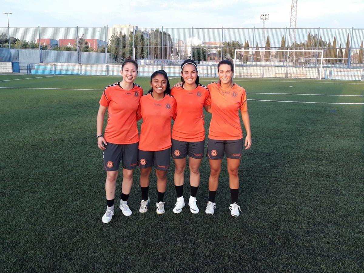 La jugadora quetzalteca fue presentada como uno de los fichajes estelares del equipo aragonés que juega en la Segunda División del Futbol Femenino de España. (Foto Prensa Libre: Raúl Juárez)