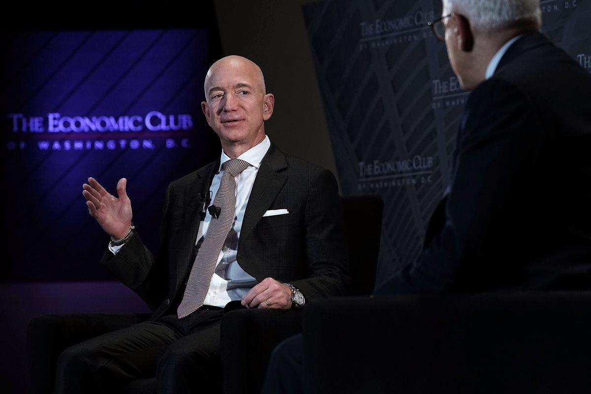 Jeff Bezos se propone ayudar a familias sin hogar, jardines tecnológicos infantiles y becas. (Foto Prensa Libre: AFP)