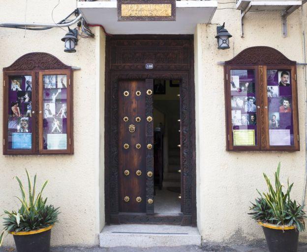 La casa en la que Freddie Mercury vivió con su familia en Zanzíbar se ha convertido en una atracción turística. (GETTY IMAGES)
