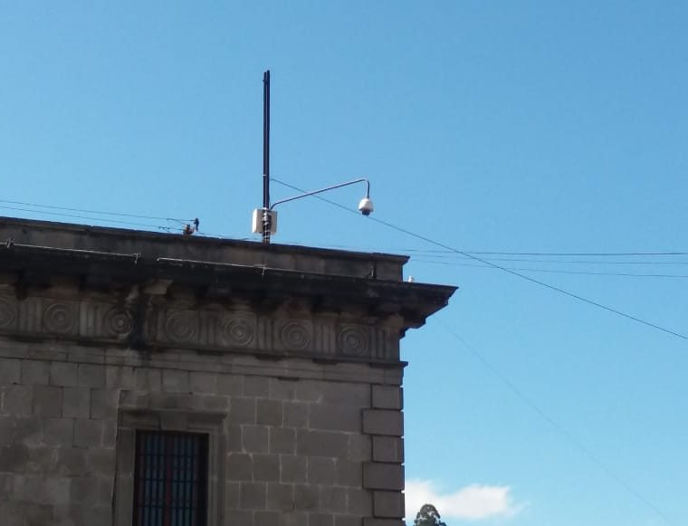 Mal manejo, escaso mantenimiento y los constantes apagones ha causado que más del 50 por ciento de las cámaras no funcionen en Xela. (Foto Prensa Libre: Raúl Juárez)