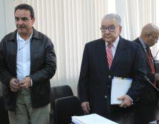 Raúl Girón de MDF y Eduardo Meyer, ex-presidente del Congreso, escuchan la sentencia.(Foto Prensa Libre: Esbin García)