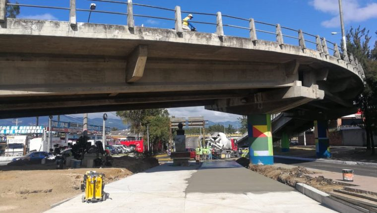 Una de las estaciones de la Línea 7 del Transmetro estará ubicada en el ingreso a la Universidad de San Carlos. (Foto Prensa Libre: Edwin Pitán)