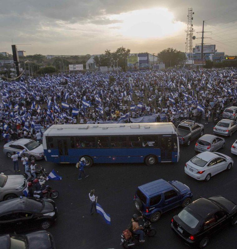 Las protestas se endurecieron por la represión del Gobierno de Ortega. (Foto Prensa Libre: EFE)