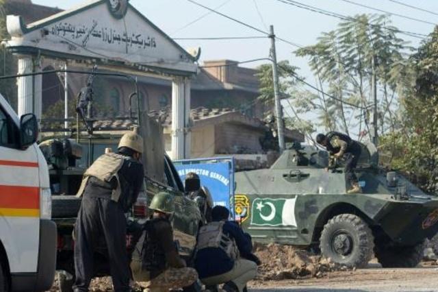 Catorce muertos y 25 heridos en ataque a universidad en Pakistán