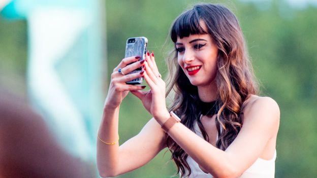 Snapchat tiene más de 178 millones de usuarios, pero su futuro como compañía independiente es cada vez más incierto.GETTY IMAGES