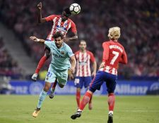 André Gomes participó de los 90 minutos en el duelo frente al Atlético de Madrid. (Foto Prensa Libre: AFP)