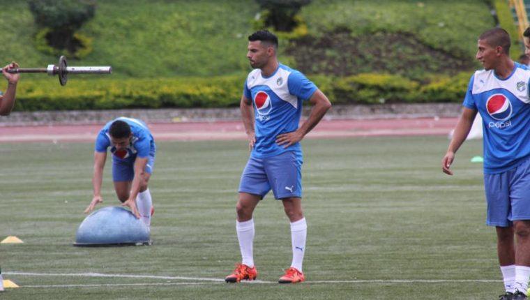 Juan Barrera durante el trabajo de entrenamiento de este lunes de los cremas. (Foto Cortesía Comunicaciones FC)