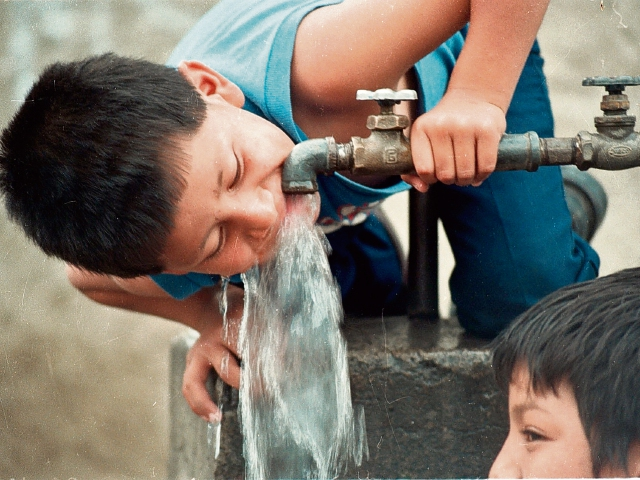 El agua para consumo humano debe ser de calidad, afirman expertos. (Foto Prensa Libre: Hemeroteca PL).
