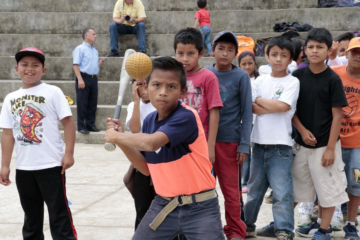 El béisbol es uno de los deportes que podrán practicar en el proyecto de la Fundación Olímpica Guatemalteca. (Foto Prensa Libre: Eduardo Sam Chun)