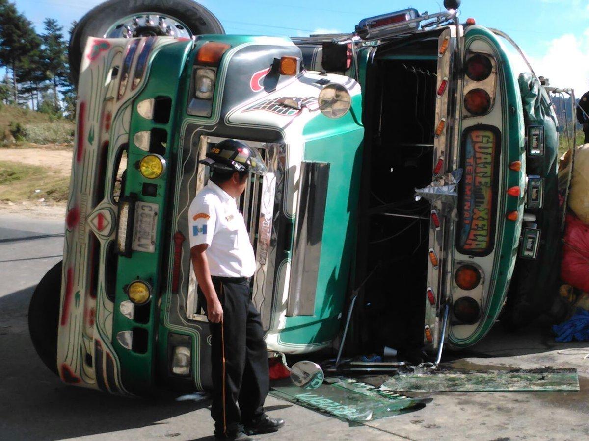 Diez heridos en accidente de bus en Chimaltenango