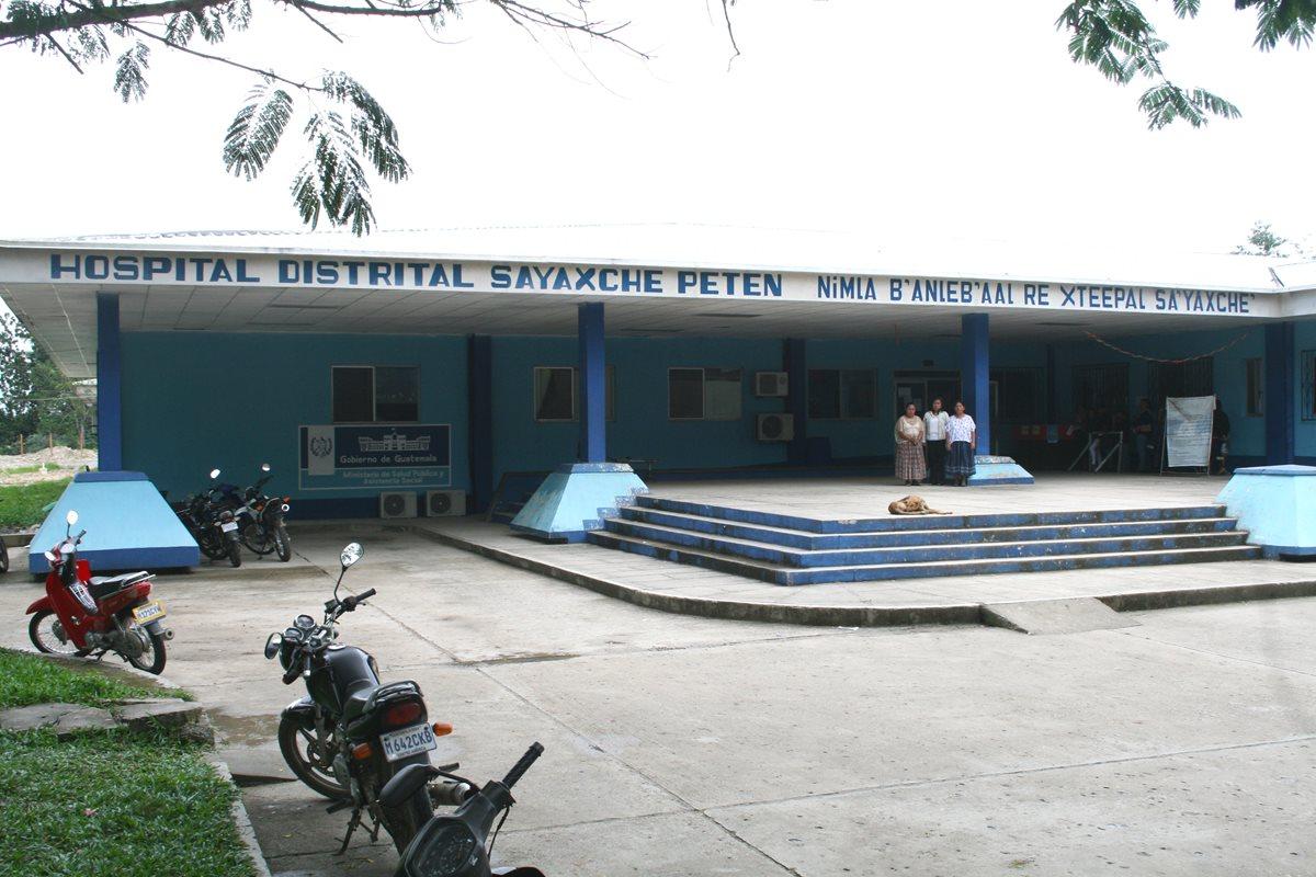Cuatro de los 90 estudiantes intoxicados en la Escuela Oficial Rural Mixta de Guatelinda, San Diego, La Libertad, Petén, permanecen en el Hospital Distrital de Sayaxché. (Foto Hemeroteca PL)