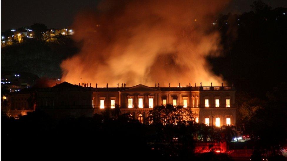Pavoroso incendio consume Museo Nacional de Brasil, uno de los más grandes de Latinoamérica