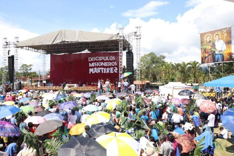 A las 10 de la mañana inició la ceremonia en los campos del polideportivo de Izabal.