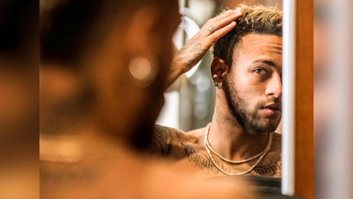 Neymar posteó varias fotografías en las que muestra su nuevo look. (Foto Prensa Libre: Instagram Neymar).