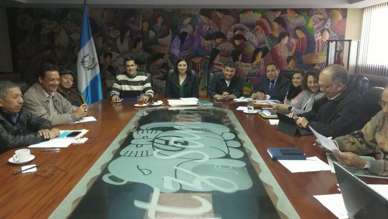 Los integrantes de la CNS no alcanzaron acuerdos para fijar paga mínima en el 2018. (Foto Prensa Libre Urías Gamarro)