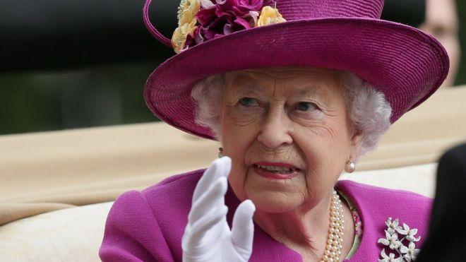 Cuánto gana la reina Isabel II y de dónde sale el dinero para financiarla