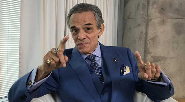 """""""El príncipe de la canción"""" busca una solución para sus problemas de salud (Foto Prensa Libre: EFE)."""