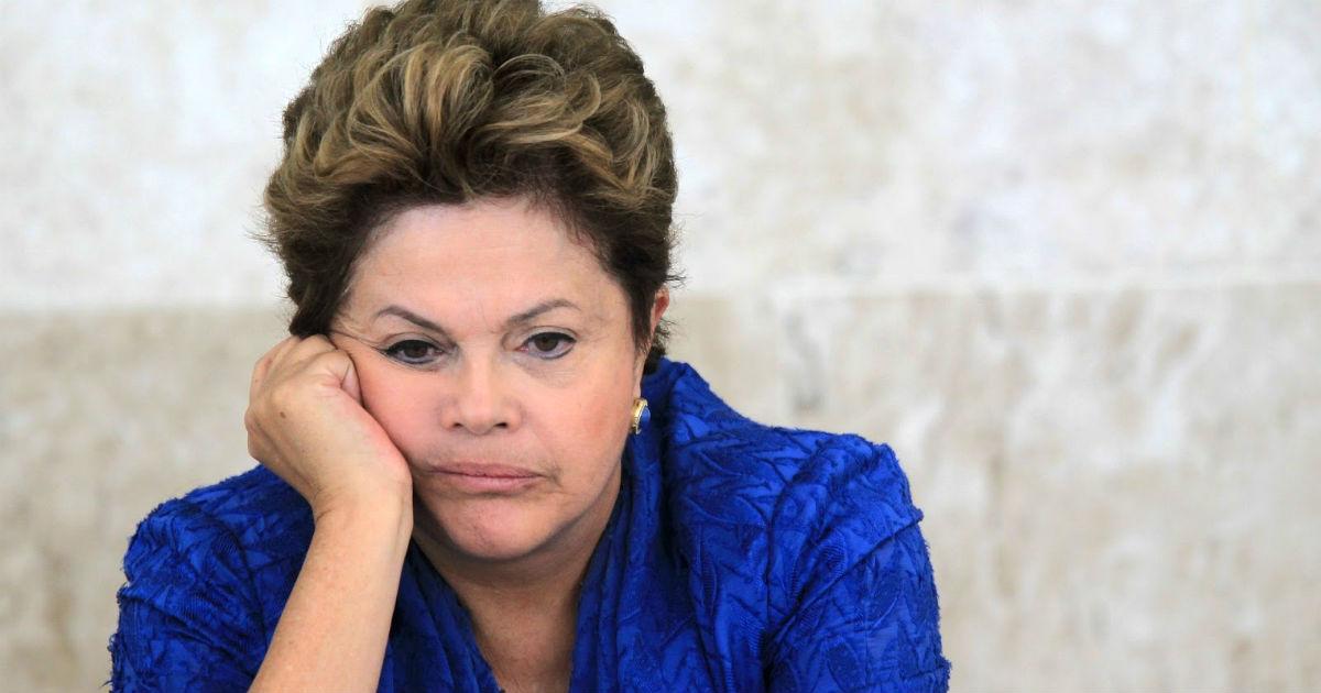 """La presidenta Dilma Rousseff denuncia ser víctima de un """"golpe parlamentario"""" y ahora solo dispone de una oportunidad más para evitar su debacle. (Foto: Prensa Libre: AP)."""
