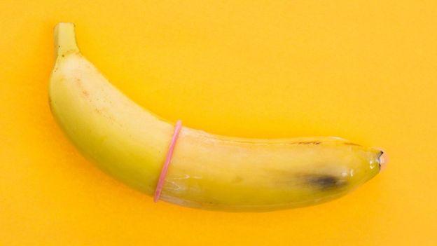 Los condones ayudan a evitar el contagio y protegen contra otras enfermedades de transmisión sexual. (GETTY IMAGES)