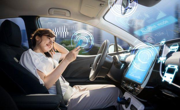 Por ahora el nivel de automatización de los coches todavía depende de la intervención humana. GETTY IMAGES