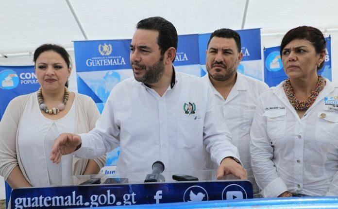 Jimmy Morales visitó Petén para hablar sobre la Consulta Popular del 15 de abril. (Foto Prensa Libre: AGN)