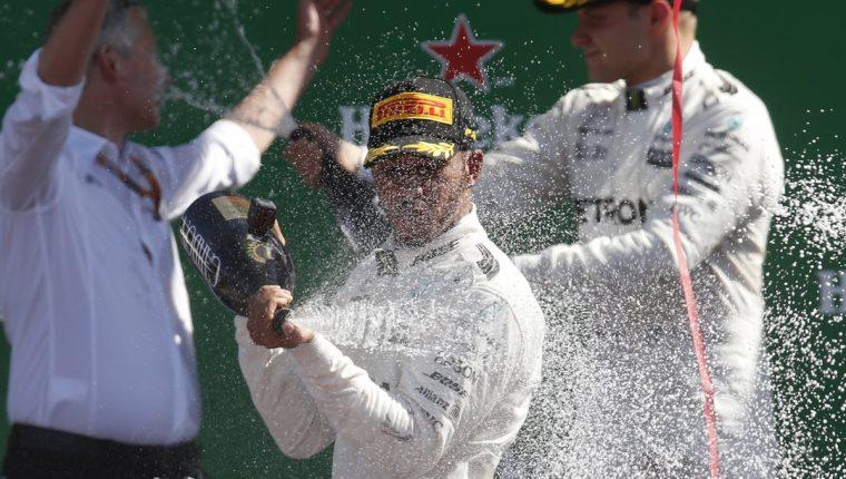 Lewis Hamilton no se cansa de ganar y romper récords en la F1. (Foto Prensa Libre: AP)