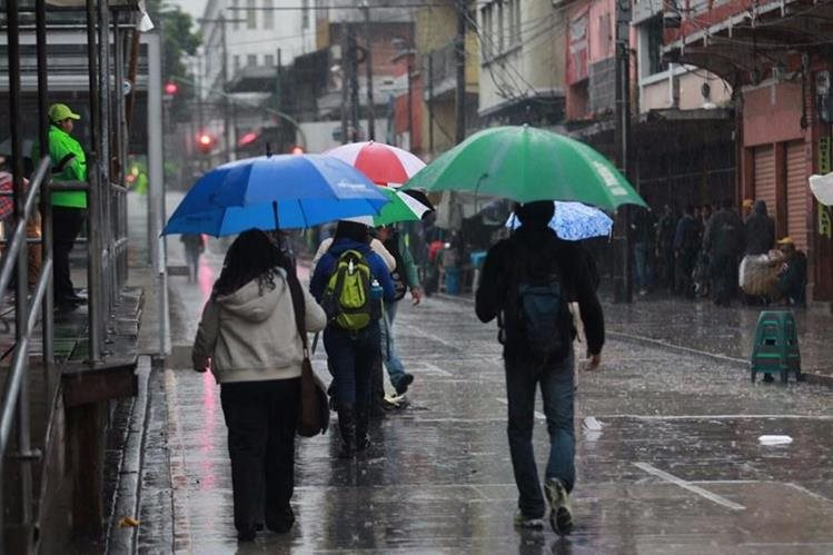 Se deben tomar precauciones por permanencia de lluvias moderadas en el país (Foto Prensa Libre: Hemeroteca PL)
