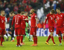 Jugadores del Bayern Múnich se lamentan luego de caer frente al Mainz. (Foto Prensa Libre: AFP)
