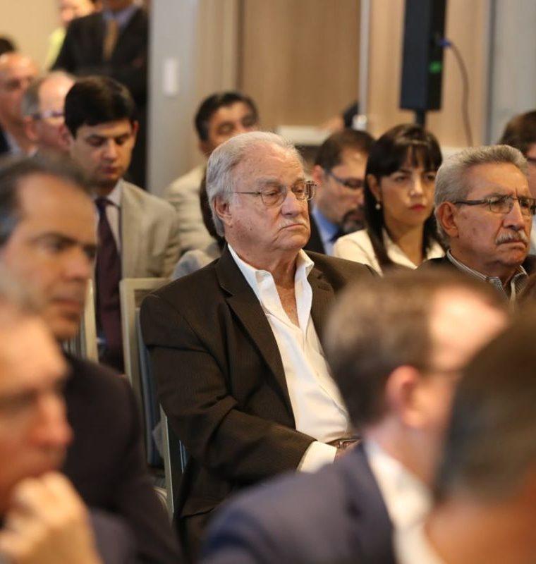 Ricardo Castillo Sinibaldi, presidente del Irtra junto al gerente de la institución participan en el foro GuateÍntegra. (Foto Prensa Libre: Esbin García)