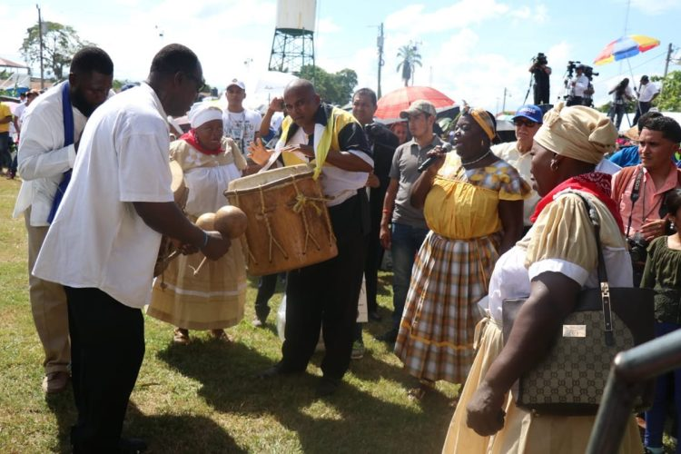 Con bailes y cantos garífunas celebraron la beatificación los invitados especiales.