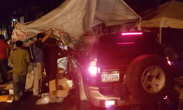 Momento en que el plantón es embestido por el automotor. (Foto Prensa Libre: Tomada de Facebook)