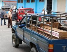 Los cadáveres de la pareja fueron trasladados en picops. (Foto Prensa Libre: Hugo Oliva).