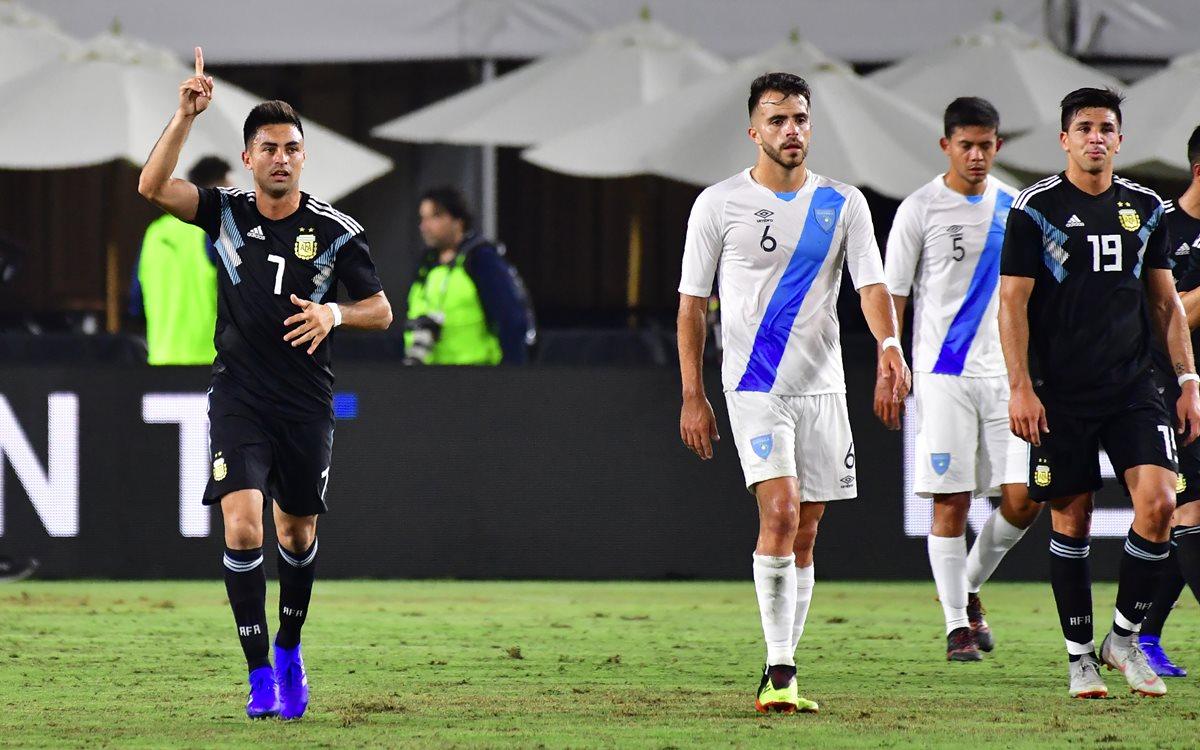 Gonzalo Martínez celebró así el primer tanto de la selección de Argentina. (Foto Prensa Libre: AFP)