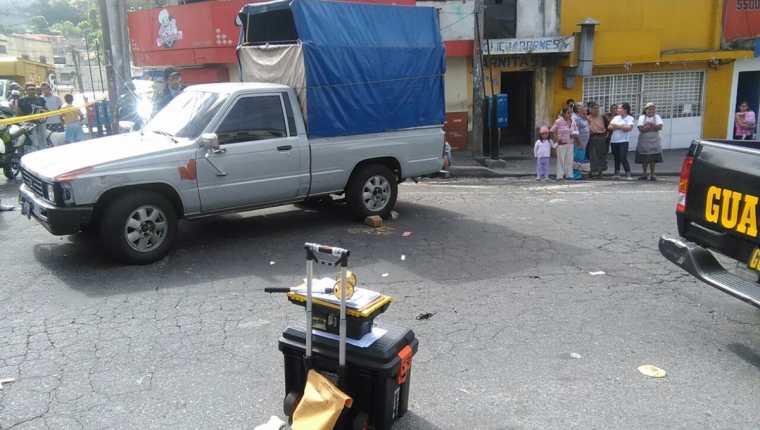 El picop de Tranquilino Montesinos quedó a media calle, en el extremo de buses de la colonia Maya, zona 18. (Foto Prensa Libre: Estuardo Paredes)