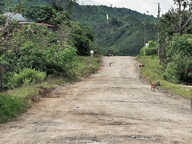 En el tercer tramo hay trayectos sin asfalto en comunidades de Mayaland y Jolomquen, Huehuetenango. (Foto Prensa Libre: Juan Carlos Rivera)