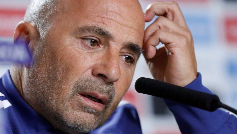 Las críticas en los medios argentinos están enfocadas contra el técnico Jorge Sampaoli. (Foto Prensa Libre: AFP)