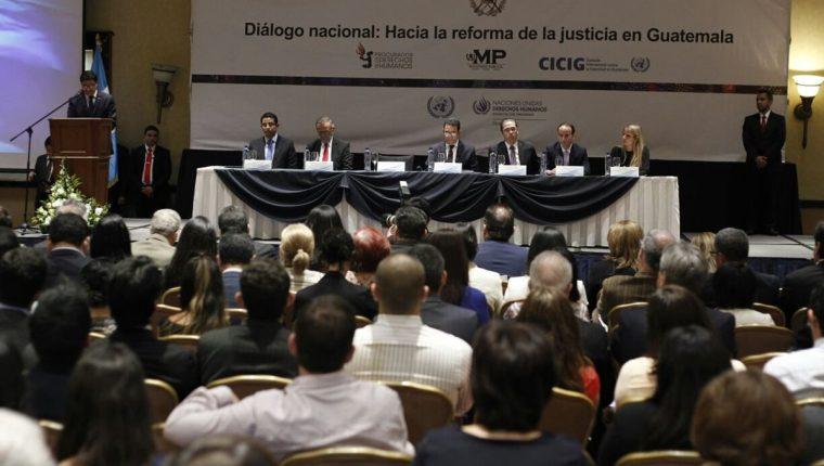Mesa Nacional del Diálogo para la Reforma del Sector Justicia, presenta sugerencias recopiladas. (Foto Prensa Libre: Paulo Raquec)