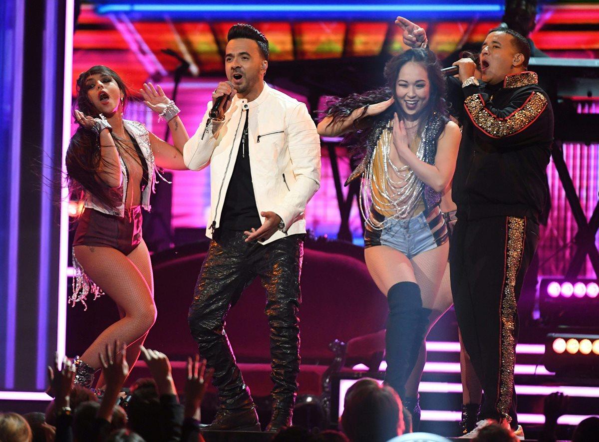 Luis Fonsi y Daddy Yankee, desde Puerto Rico, se consolidaron dentro de la música estadounidense (Foto Prensa Libre: AFP).