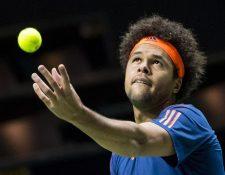 Tsonga en plena acción, en el torneo que se disputa en Holanda. (Foto Prensa Libre: AFP)