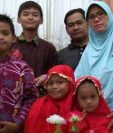 La familia que según la policía fue la responsable de los ataques del domingo en Indonesia. HANDOUT
