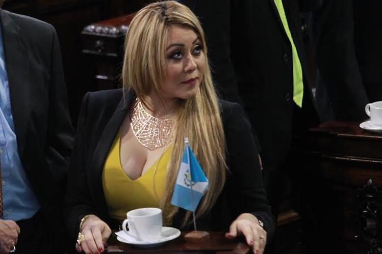 Presentan antejuicio contra diputada Emilenne Mazariegos