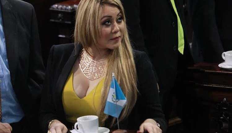 La diputada Emilenne Mazariegos en una sesión plenaria en el Congreso. (Foto Prensa Libre: Hemeroteca PL)