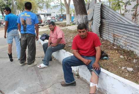 Cuatro vecinos fueron dados de alta del hospital de Cuilapa, donde fueron atendidos por rozones de bala. (Oswaldo Cardona)