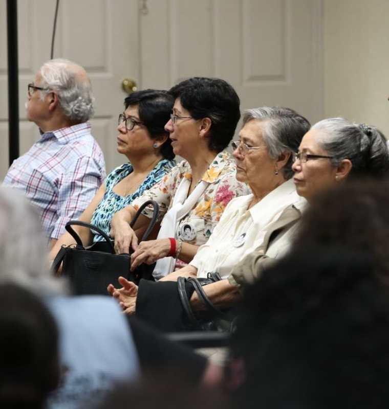 La familia Molina Theissen durante la audiencia de este martes. (Foto Prensa Libre: Paulo Raquec).