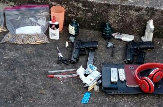 Del 20 al 25 de enero último, el Sistema Penitenciario efectuó una requisa en búsqueda de objetos ilícitos en el Preventivo para Hombres de la zona 18. Entre los hallazgos se encuentran granadas, celulares y armas. (Foto Prensa Libre: Hemeroteca PL)