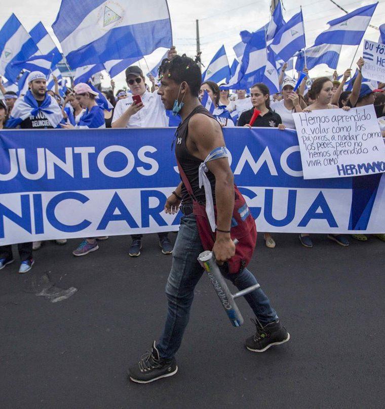Persisten enfrentamientos en Nicaragua que al momento suman cerca de 60 muertos. (Foto Prensa Libre: EFE)